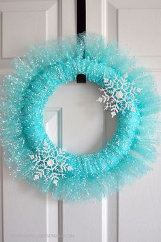 Looking for inspiration for a new wreath? Check out this beautiful Winter Wonderland Wreath from Sparkles of Sunshine.