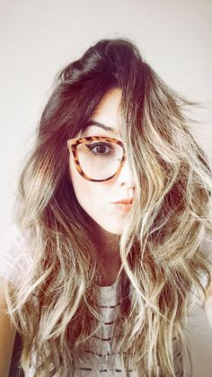 246 melhores imagens de Usando Óculos em 2019   Sunglasses, Wearing ... 43802b3190