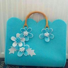 This Pin was discovered by Tuğ Fabric Purses, Fabric Bags, Felt Fabric, Felt Purse, Diy Purse, Handmade Crafts, Diy And Crafts, Felting Tutorials, Craft Tutorials