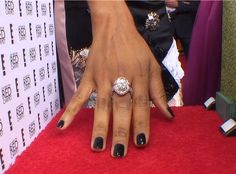 Zoe Saldana rocks a navy hue and big bling while rocking the #ManiCam at the 2014 #GoldenGlobes