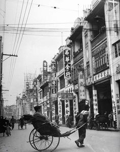 Photograph by Carl Mydans. Canton, China, March 1949.bg