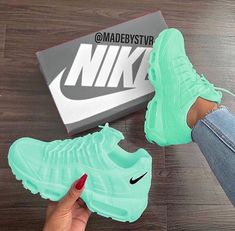 Tennis Shoes Black Leather Players Tips Referral: 9372391640 Cute Nike Shoes, Cute Sneakers, Green Sneakers, Sneakers Sale, Swag Shoes, Lit Shoes, Jordan Shoes Girls, Girls Shoes, Shoes Women
