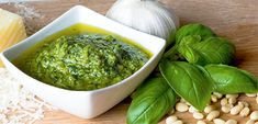 I'm what some might call a pesto aficionado – you know, a basil buff. A pesto-loving enthusiast. A flavor fanatic. If you know me, you know I use pesto in a lot of my recipes. Well, for two major reasons. Best Pesto Sauce Recipe, Healthy Pesto Sauce, Sauce Pesto, Low Lectin Foods, Lectin Free Foods, Lectin Free Diet, Top Recipes, Healthy Recipes, Healthy Food