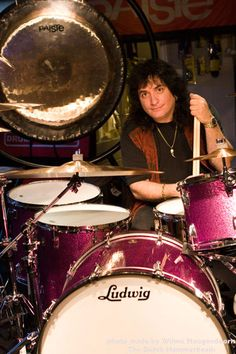 Drummerworld's great photo of pink- red #Ludwig drumkit and oh yeah: Bobby Rondinelli. RESARCH #DdO:) - https://www.pinterest.com/DianaDeeOsborne/drums-drumming-joy/ - DRUMS & DRUMMING JOY. Rock drummer best known for his work with the hard rock /heavy metal bands like Blue Öyster Cult, Rainbow, Quiet Riot, Black Sabbath, The Lizards, and Rondinelli. In March 2013, did an astounding drum solo at NAMM in Anaheim, California.