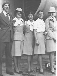 Airlines Past & Present: Wardair Flight Attendant Uniforms Pilot Humor, Airline Travel, Air Travel, Aviation Humor, Cheap Air Tickets, Fear Of Flying, Last Minute Travel, Vintage Airplanes, Cabin Crew