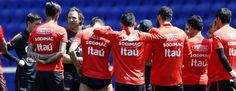 Claudio Bravo deja de lado dura polémica de Rodrigo Gómez - AS Chile