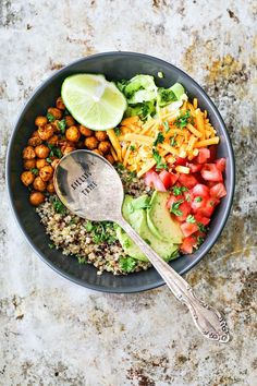 Taco Grain Bowl with Crispy Chipotle Chickpeas. Whether you're looking to incorporate more high protein foods for weight loss or for other reasons, I've got you covered with this selection of recipes. Vegetarian Dinners, Vegetarian Recipes, Cooking Recipes, Healthy Recipes, Weeknight Recipes, Vegetarian Bowl, Vegetarian Options, High Protein Recipes, Protein Foods