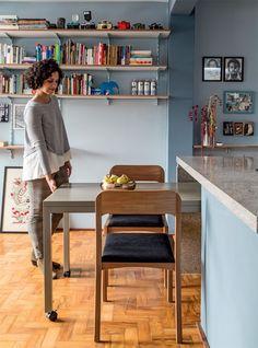 8 boas ideias para decorar um apartamento pequeno gastando pouco - Mesa retrátil!