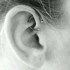 Trending Ear Piercing ideas for women. Ear Piercing Ideas and Piercing Unique Ear. Ear piercings can make you look totally different from the rest. Daith Piercing, Ear Peircings, Tattoo Und Piercing, Front Helix Piercing, Double Forward Helix Piercing, Ear Piercings Orbital, Smiley Piercing, Tongue Piercings, Piercing Tattoo