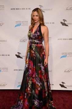 """Mira Sorvino at NY premiere of """"Trade of Innocents"""" in a Basler Floral Dress"""