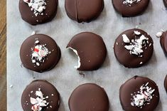 Homemade Peppermint Patties: so simple and incredibly delicious (plus really perfect for holiday gift giving).