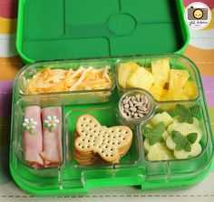 Back to School lunch ideas -- ham roll-ups, butterfly crackers, sunflower seeds bento Back To School Lunch Ideas, School Lunch Box, Bento Box Lunch, Lunch Snacks, School Snacks, Box Lunches, Toddler Meals, Kids Meals, Ham Roll Ups