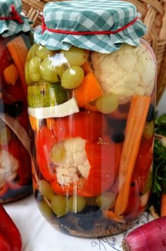 peppers stuffed with cauliflower and grapes Cauliflower, Healthy Eating, Stuffed Peppers, Canning, Recipes, Food, Home Canning, Preserves, Romanian Food