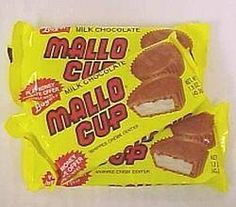 Collect 500 points, send them in and get ten free mallo cups! I did it so many times, and I still love a mallo cup Retro Candy, Vintage Candy, Retro Sweets, Vintage Sweets, Vintage Food, Vintage Stuff, Retro Vintage, Candy Recipes, Snack Recipes