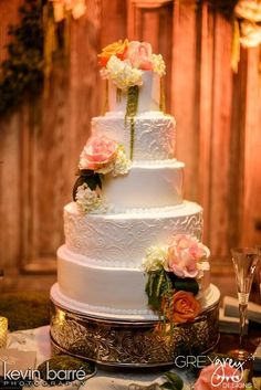 Gorgeous cake at an Old South wedding | CatchMyParty.com #weddingcake #oldsouth