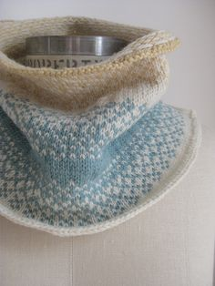 The colors! Sandpiper knit by wakeupmaggie- Strandlaeufer Cowl free pattern by Ankestrick