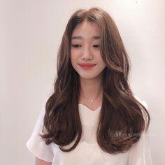 Пин от пользователя chen aeri на доске 긴 머리 Long Face Hairstyles, Permed Hairstyles, Pretty Hairstyles, Long Hair Cuts, Wavy Hair, Korean Haircut Long, Korean Hairstyle Long, Medium Hair Styles, Curly Hair Styles