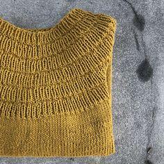 Ankers bluse strikket i bomuld - design Petite Knit Knitting Stitches, Hand Knitting, Knitting Patterns, Crochet Patterns, Hand Stitching, Mittens, Needlework, Knitwear, Knit Crochet