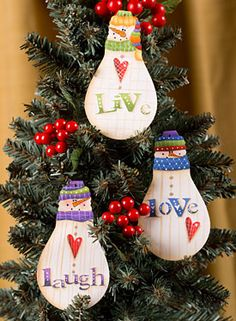 62 Ideas crochet christmas lights ideas for 2019 Painted Ornaments, Diy Christmas Ornaments, Christmas Projects, Holiday Crafts, Christmas Decorations, Crochet Christmas, Lightbulb Ornaments, Snowman Ornaments, Light Bulb Crafts