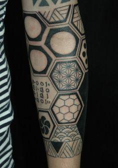 hexagonal, japanese traditional lucky omen pattern in muscat-tattoo by Hexagon Tattoo, Honeycomb Tattoo, Geometric Sleeve Tattoo, Geometric Tattoos, Black Ink Tattoos, Leg Tattoos, Arm Tattoo, Sleeve Tattoos, Tatoos