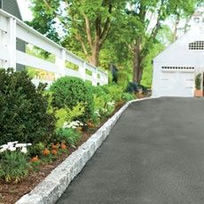 How to Install Belgian Block Driveway Edging Edge Your Driveway - I'd love to this along ours (if only our blacktop looked as nice!) It'd be nice to eliminate any grass between the driveway and house. Belgian Block, Driveway Landscaping, Driveway Ideas, Driveway Pavers, Stone Driveway, Driveway Entrance, Hillside Landscaping, Landscaping Software, Patio Ideas