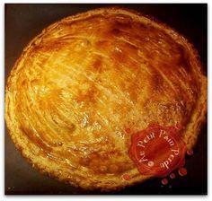 Éplucher et couper la courge en petits dés, puis les faire revenir dans une poêle avec l'oignon et les lardons. Dessert, Recipe Using, Baked Potato, Pork, Potatoes, Bread, Cheese, Baking, Breakfast