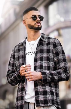Short Beard style is enjoyed by a lot of young men. It makes you look smart, young and professional. Here are 5 Short Beard Styles for Latest Mens Fashion, Men's Fashion, Fashion Trends, Soul Patch, Short Beard, Beard Styles For Men, Beard Growth, Beard No Mustache, Bearded Men