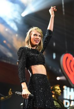 She sang 5 songs at the jingle ball! Wanegbt, ikywt, black space, shake it off and love story remix!