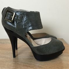 🚨Michael Kors Faux-Snakeskin(8-8.5) 💯 Authentic Michael Kors Faux-Snakeskin Heels. Military Green w/ Black. Size 8. Will fit an 8-8.5, IMO. 5' heel. 1' platform. Brand New, Never Worn. Will ship with box for extra shipping cost. Please use the offer button for all offers. Thanks 💋 Michael Kors Shoes Heels
