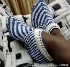 African violets (senpolia), handmade articles with necessary material for knitting patterns, crochet patterns, Yarn, knitting needles and stitches used. Knit Shoes, Crochet Shoes, Crochet Baby Booties, Sock Shoes, Crochet Ripple, Knit Or Crochet, Knitted Slippers, Slipper Socks, Knitting Socks