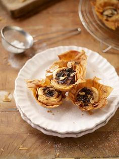 Filo pastry mince pies by Jamie Oliver. Taking an ordinary pie, but giving it a twist (literally. in the filo pastry) Fruit Recipes, Sweet Recipes, Cooking Recipes, Recipies, Mince Meat, Mince Pies, Christmas Baking, Christmas Recipes, Christmas Ideas