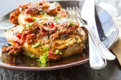 YUM! Creamy Sundried Tomato Chicken - for those addicted to Longhorn's Napa Grilled Chicken - you will LOVE this! *Note* I added canned artichokes when adding the tomatoes* Flat Belly Diet, Clean Eating Recipes, Diet Recipes, Healthy Recipes, Cooking Recipes, Healthy Options, Healthy Eats, Healthy Cooking, Dinner Recipes Easy Quick