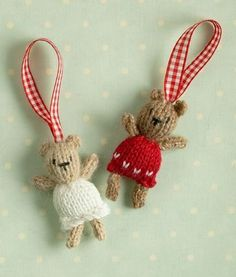 Christmas toys-Nice site with free knitting patterns for cute wee knits!