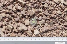 Rosato split is een kalksteen split met een roze, lichtbruine kleur. Het geeft in combinatie met natuursteen tegels een warme mediterrane uitstraling. Rosato split geleverd in big bag | siergrindwinkel.nl