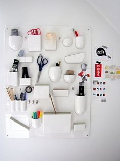 DIY Craft Room Ideas and Craft Room Organization Projects - DIY Wall Organizer for Crafts - Cool Ideas for Do It Yourself Craft Storage - fabric, paper, pens, creative tools, crafts supplies and sewing notions Dorm Room Organization, Organization Hacks, Mur Diy, Ideas Para Organizar, Do It Yourself Crafts, Craft Storage, Wall Storage, Office Storage, Diy Wall