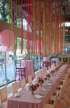 color ribbons table #party table decor Easy inexpensive +++ Decoracion de mesa en fiesta evento recepcion con cintas de colores colgadas del techo Alegre Facil barato