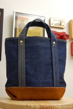 Lovely Denim bag for DIY inspiration. The reinforced straps could be longer or adjustable to expand appeal.denim bag with leather accent :) longer handlehandcrafted men's tote made from salvage jeans and leather scraps.All-purpose Cotton Bags These B Denim Tote Bags, Tote Purse, My Bags, Purses And Bags, Mochila Jeans, Sewing Jeans, Jean Purses, Craft Bags, Old Jeans