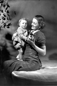 English actress Rachel Kempson and her daughter Vanessa Redgrave, as a little girl. (1940)