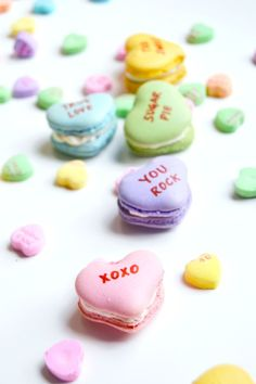 Give a sweet little hint to your Valentine's Day crush w/ these oh-so fun & super tasty Conversation Heart Macarons w/ Vanilla Elderflower Icing! Valentine Cake, My Funny Valentine, Valentine Treats, Valentines Bakery, Valentine Colors, Cute Desserts, Dessert Recipes, Cake Recipes, Macaroons Flavors