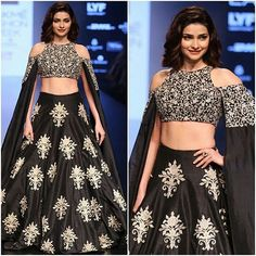 How many likes for this beautiful lady, Prachi Desai looks stunning at Lakme Fashion Week @Bollywood ❤❤❤