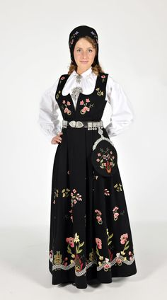 Graffer bunadNorskeBunader Folk Costume, Costume Dress, Trondheim, Love My Family, My Heritage, Costumes For Women, Traditional Dresses, Scandinavian Design, Norway