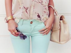 Love the color of this top with mint pantalones
