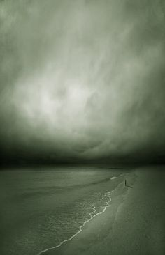 The clouds never expect it when it rains but the sea changes color but the sea does not change