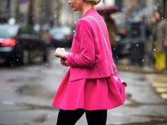 Nos últimos dias, uma tendência incrível tem bombado nas revistas e blogs de moda! O rosa que já era consagrado como a cor mais feminina de todas, caiu mais uma vez na graça do mundo fashion e tem tudo para se consolidar como o novo pretinho básico da estação! Ame ou odeie! A cor que [...]