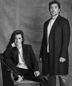 Javier Bardem and Penélope Cruz, Everybody Knows Penelope Cruz, Javier Bardem, Pre Wedding Poses, Pre Wedding Photoshoot, Couple Posing, Couple Shoot, Couple Photography, Photography Poses, Ideas Para Photoshoot