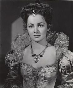 """Olivia de Havilland in """"The Privates Lives of Elizabeth and Essex"""" Portrait Old Hollywood Glamour, Golden Age Of Hollywood, Hollywood Stars, Classic Hollywood, Classic Actresses, Hollywood Actresses, Actors & Actresses, Classic Movies, Olivia De Havilland"""