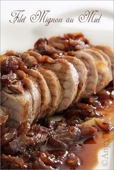 Une manière de faire un filet Mignon pour tous ceux qui aiment le sucré salé .. .. Ingrédients 1 filet mignon de porc 3 cuillères à soupe de sauce soja 2 cuillères à soupe de miel 2 gousses d'ail un peu de gingembre en poudre 4 échalotes roses huile d'oli