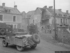 Une automitrailleuse Morris Mark II anglaise dans le village de Bretteville-l'Orgueilleuse Ww2 Pictures, Ww2 Photos, Normandy Beach, British Armed Forces, Morris, Mark Ii, Ww2 Tanks, D Day, Armored Vehicles