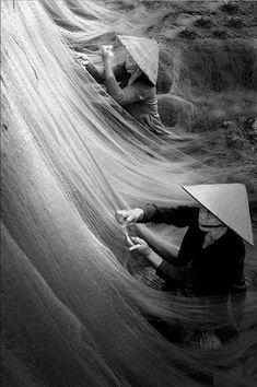© DANG THANH TRUNG (Vietnam) - mending fishing net