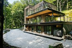 Modern cottage retreat in Quebec on the shores of Lake Champlain